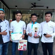 Mahasiswa APP DARMA AGUNG Mengikuti Cooking Competition di UNIMED Fak. Teknik an Anggiat Tampubolon Juara I Food Stylish