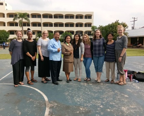 Ibu Binur dan Bapak Padriadi bersama Mahasiswi Mahasiswi App-DA bersama mahasiswi CALIFORNIA BAPTIST UNIVERSITY