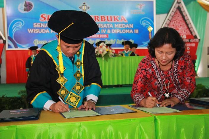 Penandatanganan MOU bersama AKPAR Medan